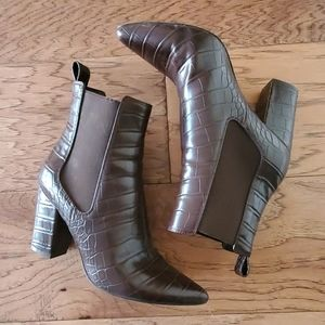Steve Madden Pull On Crocodile Ankle Bootie
